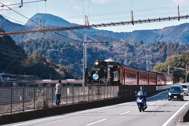 大井川鐵道SL。。SL対バイクと車。。