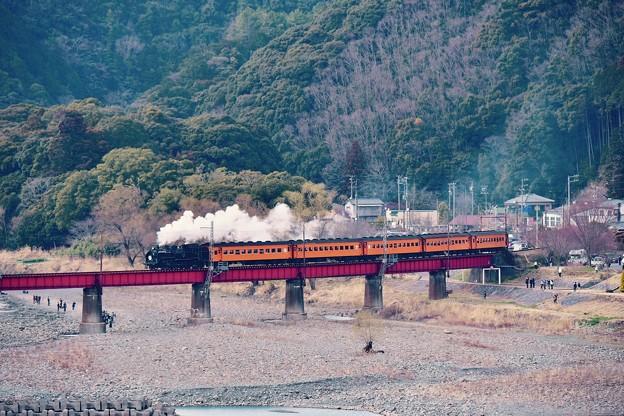 大井川鐵道SL。。川根温泉の鉄橋を渡る