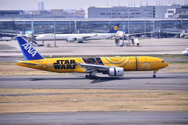 羽田ランウェイ34L 伊丹よりANA C-3PO JET