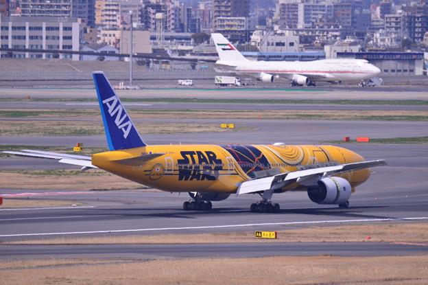 羽田第一ターミナル 到着デッキへANA C-3PO JET 20170325