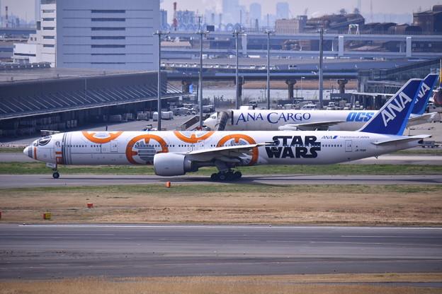 ANAcargoとANA BB-8JET。。羽田国際線ターミナル 20170325