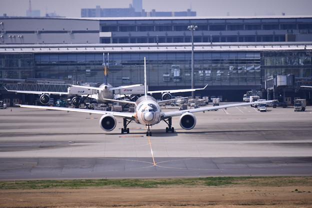 羽田国際線ターミナルから正面のANA BB-8JET 20170325