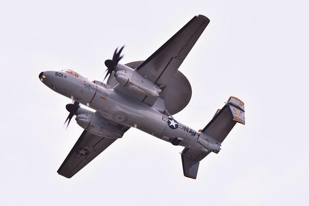 新艦載機部隊。。岩国のタイガーテイルズ色付きE-2Dアドバンスホークアイ上がり 5月3日