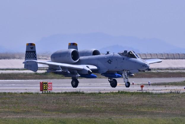 岩国基地へフライイン。。在韓米軍オーサンの指令機A-10 5月3日