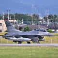 写真: 撮って出し。。今日の朝の横田基地 一機だけ動いたF-16 6月3日