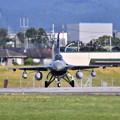写真: 撮って出し。。今日の早朝の横田基地オーサン基地F-16 タキシング 6月3日