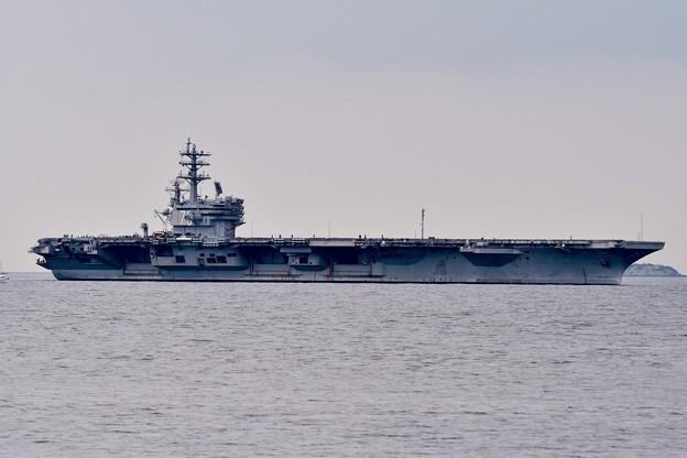 浦賀水路に入って来た原子力空母ロナルドレーガン 20170516