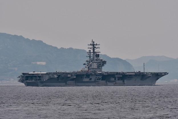 浦賀水路を抜けて。。相模湾沖へ艦載機を待つ 20170516