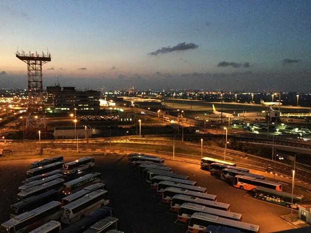 暗くなっていく羽田空港付近 20170527