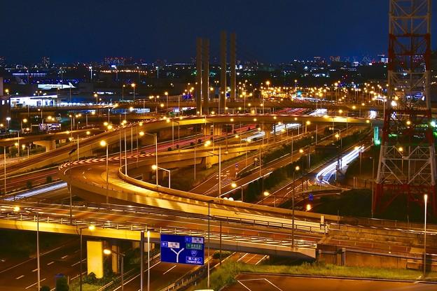 夜の羽田空港から見る首都高湾岸線。。20170527