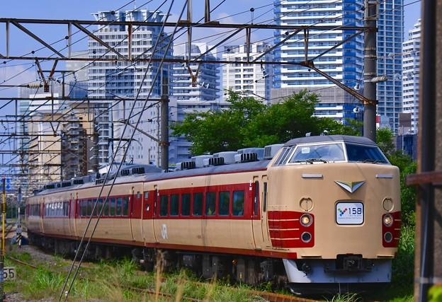 臨時列車。。横浜の貨物線を走行189系国鉄色 20170528