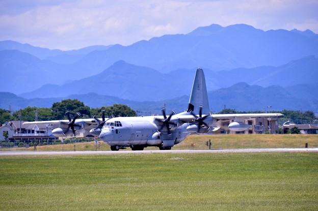 ある日の横田基地。。岩国の米海兵隊空中給油機KC-130 タキシー 20170603