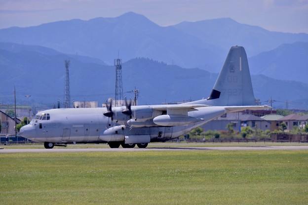 ある日の横田基地。。岩国の米海兵隊空中給油機KC-130 ランウェイ18へ 20170603