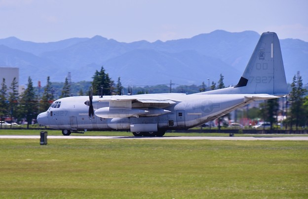ある日の横田基地。。岩国の米海兵隊空中給油機KC-130テイク・オフ 20170603