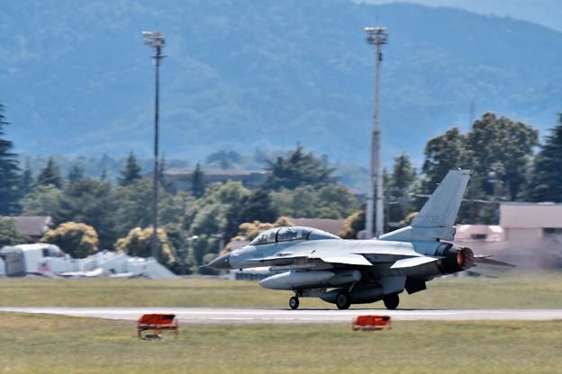 横田基地からアラスカへ上がる韓国空軍戦闘機KF-16