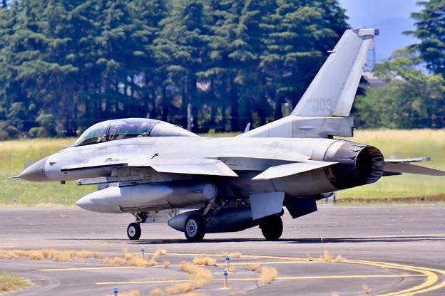 タキシングする韓国空軍戦闘機KF-16 20170603
