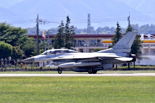 横田基地ランウェイ18テイク・オフ アラスカへKF-16