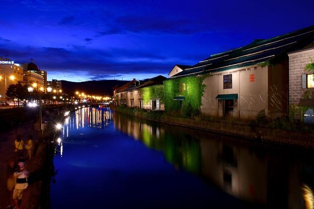 日暮れ直後の小樽運河。。静寂な青の時。。20170722