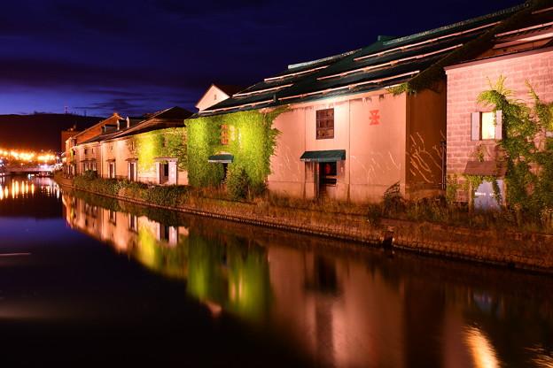 運河に映る逆さレンガ倉庫。。小樽運河 20170722