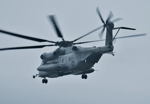 雨降りの盆休み 厚木基地から珍しい外来機CH-53シースタリオン 三沢基地へ 8月15日