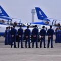 写真: 千歳基地航空祭のトリを飾るブルーインパルスウォーダウンへ
