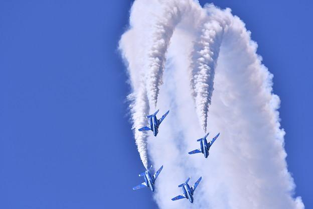 松島の青い空。。綺麗なスモークあげてダイヤモンドロール