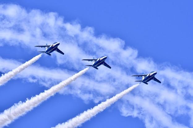 松島基地復興航空祭。。松島の青い空でライトアブレストロール