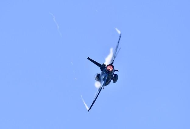 松島のF-2B急旋回。。機動飛行 松島基地復興航空祭