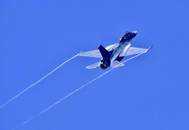 松島基地復興航空祭。。ペイパー出して上昇F-2B