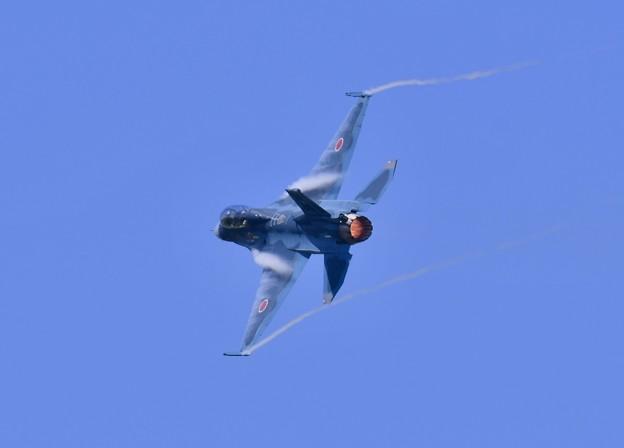 松島基地復興航空祭。。機動性発揮する急旋回F-2B