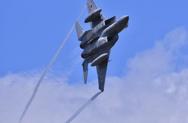 三沢基地航空祭。。ベイパー出して旋回する千歳のイーグル