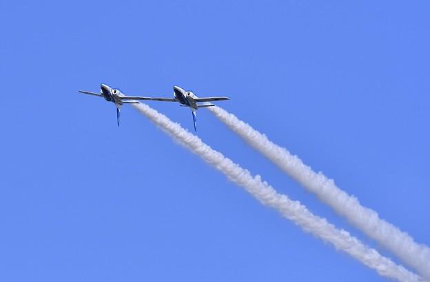 2機仲良く背面飛行。。三沢基地航空祭