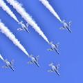 写真: フェニックスループで降下して。。三沢基地航空祭