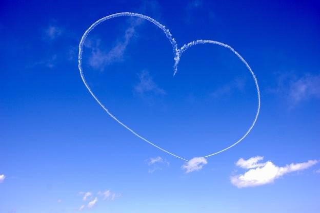 写真: 三沢の大空へハート描き。。(^^)