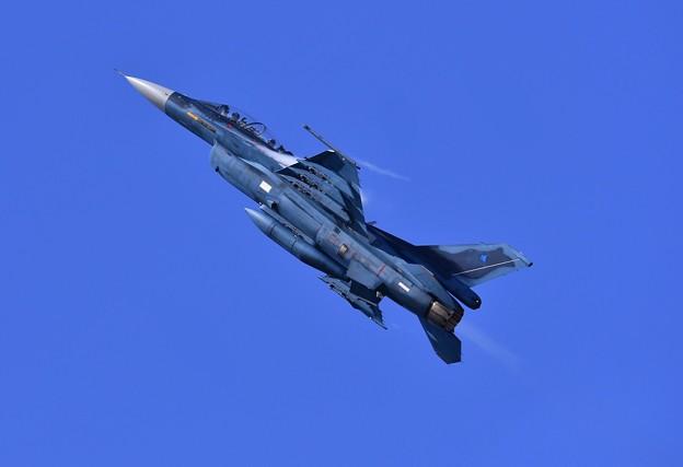 三沢の大空へバーナー出して上昇。。第3飛行隊F-2