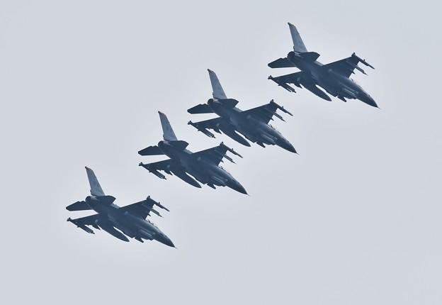 三沢の米空軍F-16 午前中の訓練からフォーメーションで帰投
