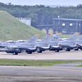 三沢の米空軍F-16 無事帰投して機体チェック