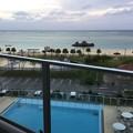 Photos: 撮って出し。。窓あけてバルコニーからの風景。。青い海、白い砂浜、プール 11月23日