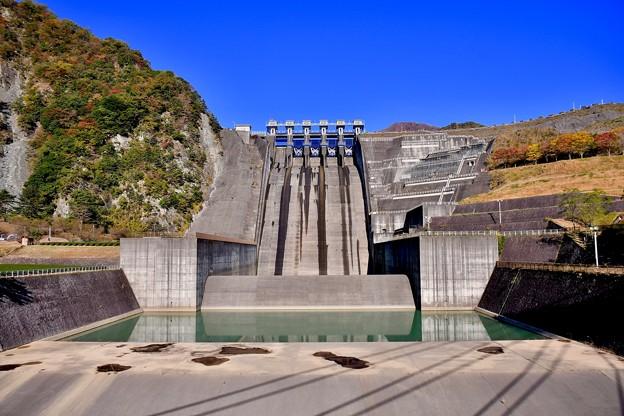 綺麗なフォルムの三保ダム。。20171112