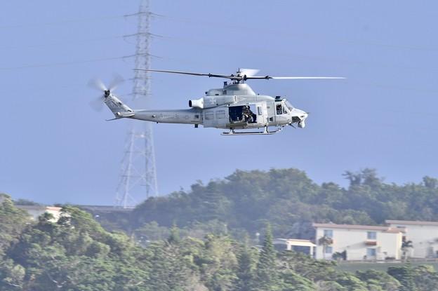 艦載機の合間で普天間の米海兵隊UH-1Yヴェノム飛来 20171122