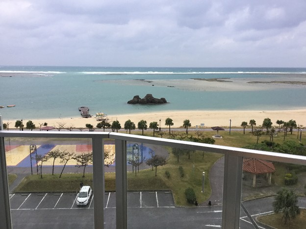 撮って出し。。雨の朝 沖縄のコンドミニアム 1月8日
