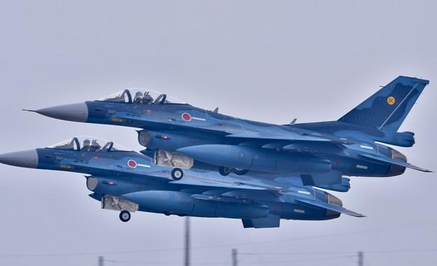 築城基地航空祭。。オープニングで上がるF-2戦闘機