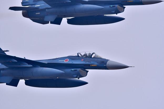 築城基地航空祭。。F-2戦闘機機動飛行開始 高速ローパス