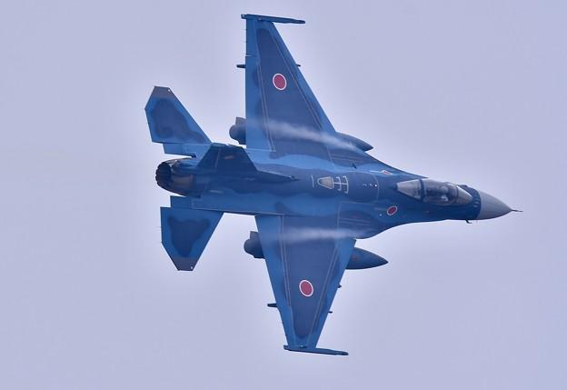 築城基地航空祭。。高速ローパスから旋回するF-2戦闘機