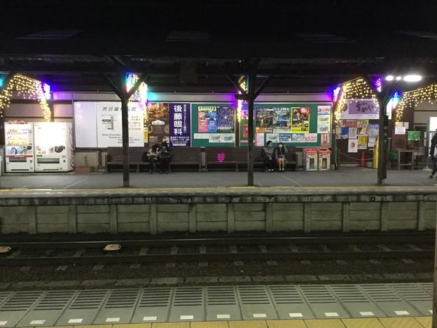 夜の静かになった江ノ電長谷駅。。あれっ?ベンチにハート(^^)20171209