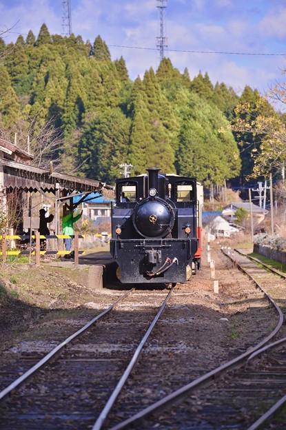 小湊鉄道トロッコ列車。。月崎駅から手を振って出発 20171210