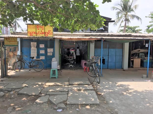 ミャンマー 散髪屋 (2)