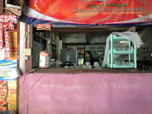 雑貨屋の海鮮炒飯 オムライス風 (3)