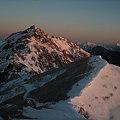 写真: 朝日を浴びる燕岳