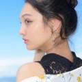 モニカ瑠那青空横顔